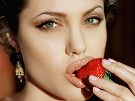 Angelina-Jolie-Tasting-Fresh-Strawberry