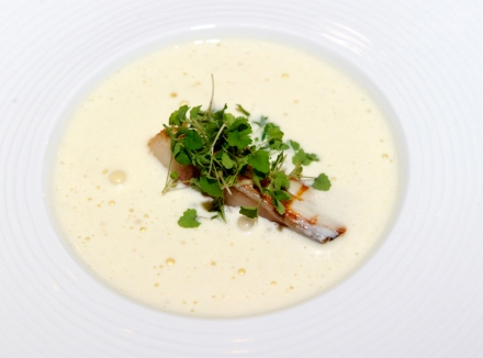 Veloute sauce with white asparagus with home-smoked amberjack and Atsina cress (Photo: Dean Dubokovič)