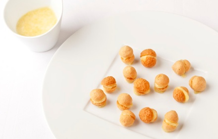 Special-French-cream-honey-macaroons-Website-Featured