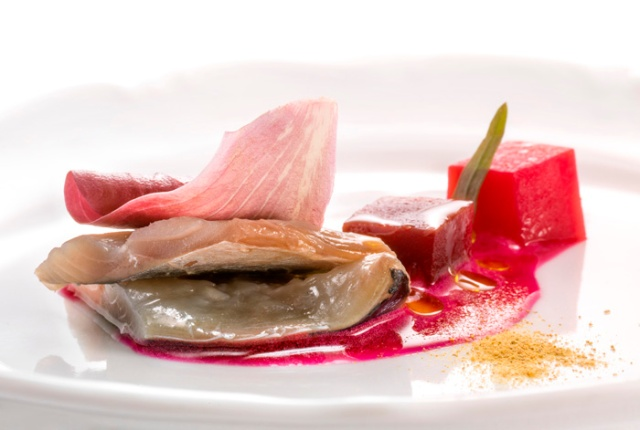 Beetroot from the pantry and mackerel (Ana Roš) - Foto: Janez Pukšič