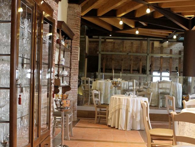 Inside od L'Artigliere restaurant